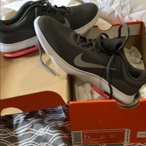 Brand New in Box (Youth 7-women 8.5) Nike